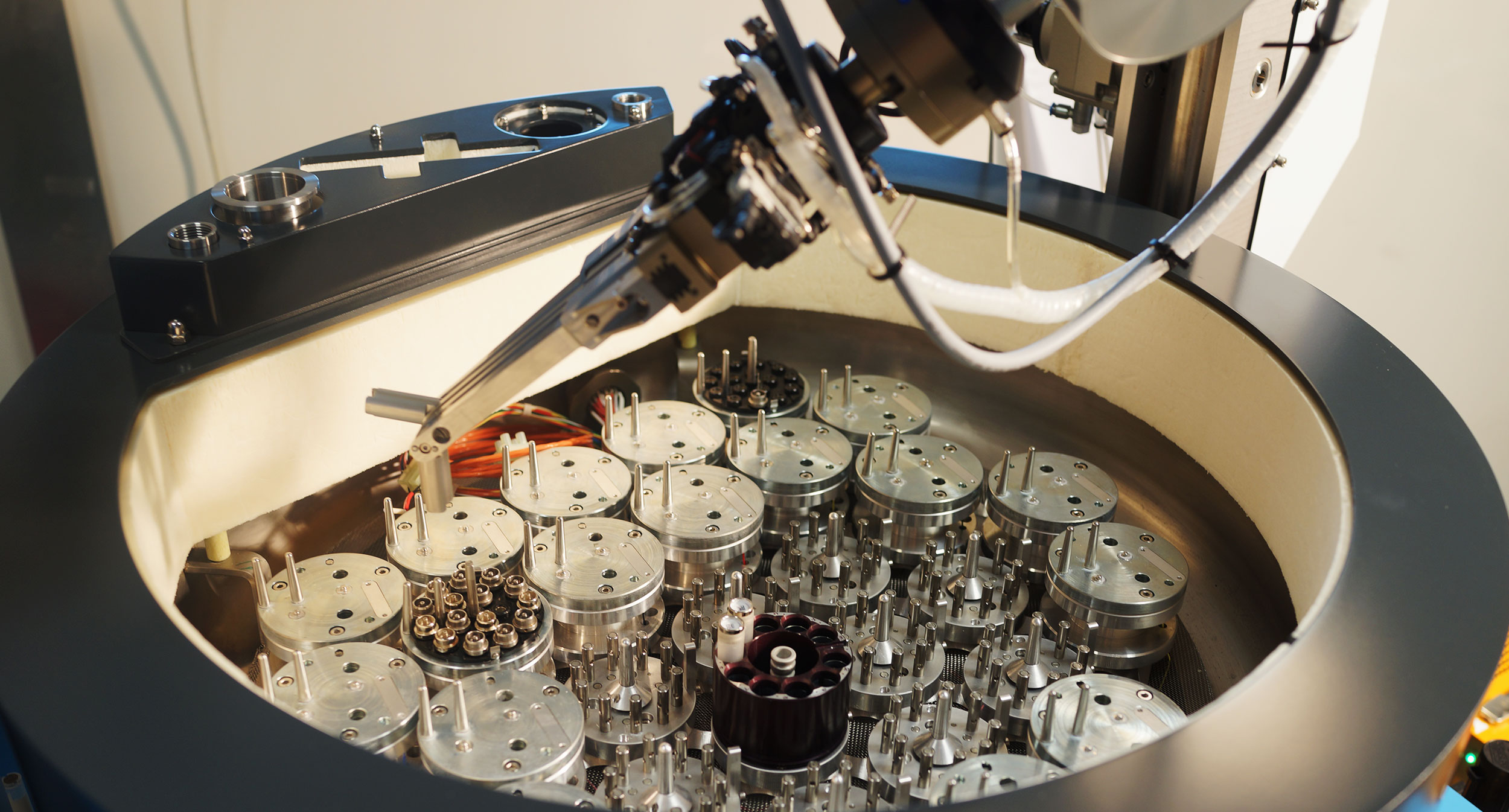 X-ray crystallography: Robotic sample changer